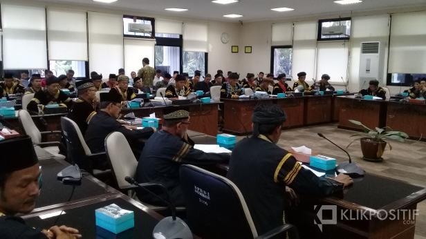 Aliansi niniak mamak pemangku adat salingka nagari di tiga kecamatan di Kabupaten Sijunjung mendatangi Dewan Perwakilan Rakyat Daerah (DPRD) Sumatera Barat terkait kedudukan hukum (legal standing) hak hutan ulayat di daerah tersebut, Kamis (23/1/2020)
