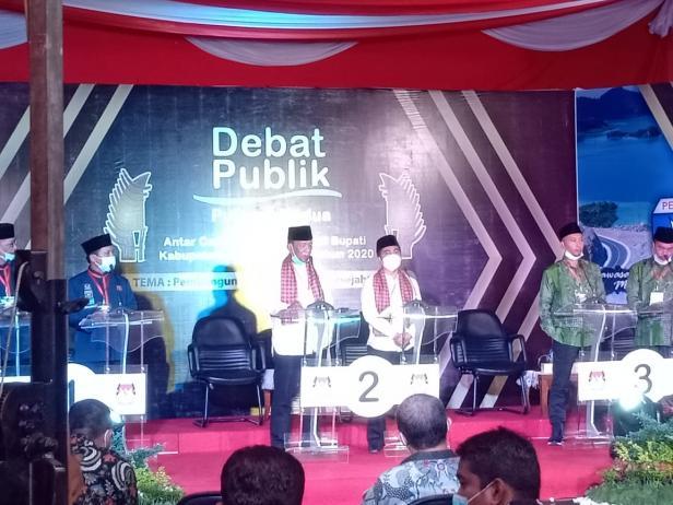 Debat putara kedua kandidat Pilkada Pessel di Studio PadangTv