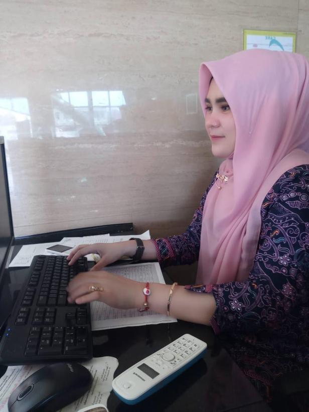 kepala ruangan admisi di Semen Padang Hospital, Riski Febriella