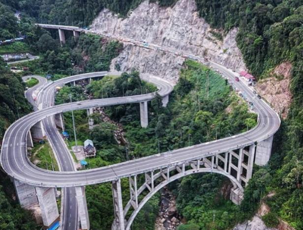 Jembatan Layang Kelok 9 di Sumbar