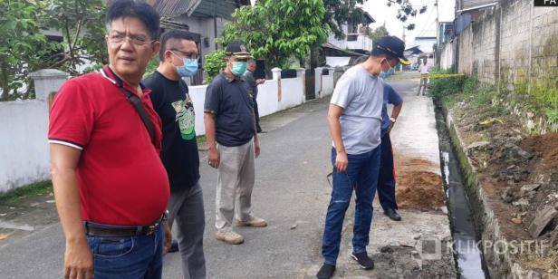 Wakil Wali Kota Payakumbuh Erwin Yunaz bersama stakeholder terkait saat di lokasi Yang diduga mengalami kebocoran minyak