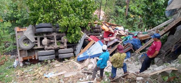 Kondisi Truk Pengangkut Batubara di Lubuk Paraku, Padang