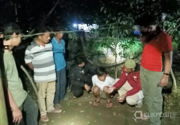 Pelaku Obet saat dibekuk SatRes Narkoba Polres Pasaman Barat di Nagari Air Gadang