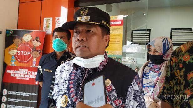 Wakil Bupati Ferizal Ridwan saat wawancara di RSUD dr. Achmad Darwis, Suliki.