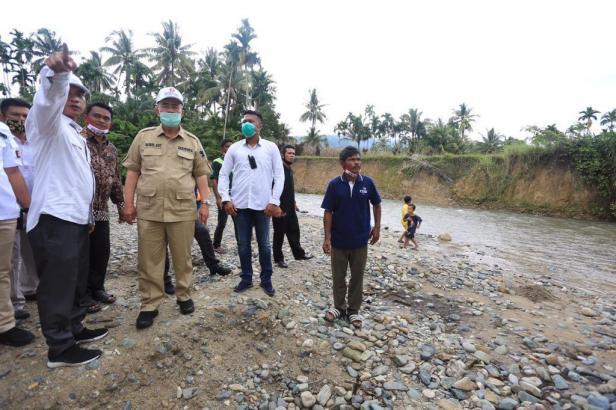 Nasrul Abit mengunjungi lokasi yang sering banjir