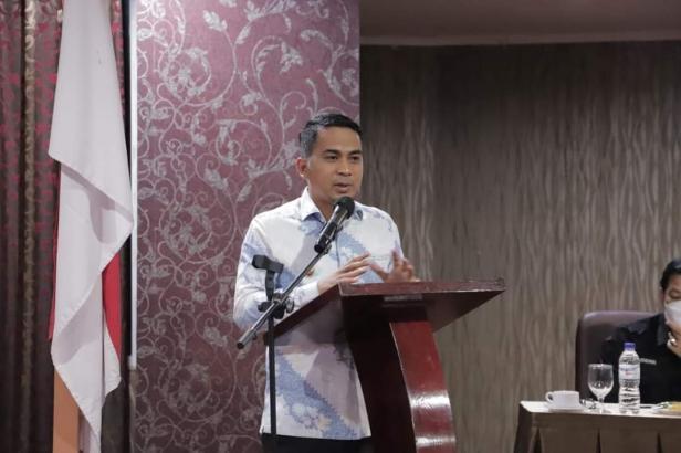 Wawako Solok, Dr. Ramadhani Kirana Putra memberikan motivasi terhadap pegawai Disdukcapil