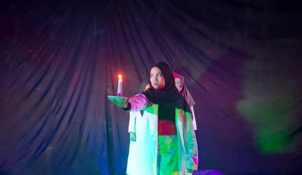 Penampilan UKM Teater Iman Bonjol Padang saat pengambilan video di Taman Budaya Sumbar