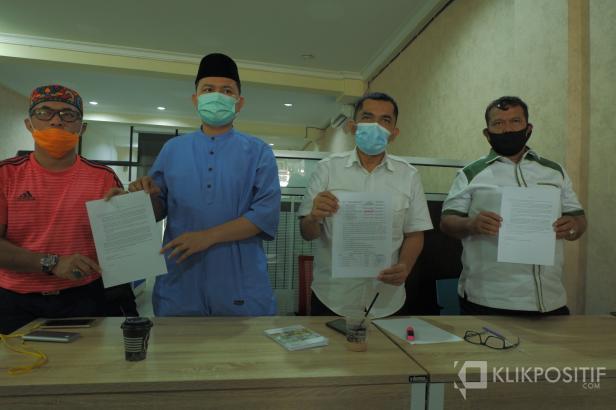 Dua paslon Kepala Daerah Sijunjung menunjukkan bukti kesalahan Pilkada