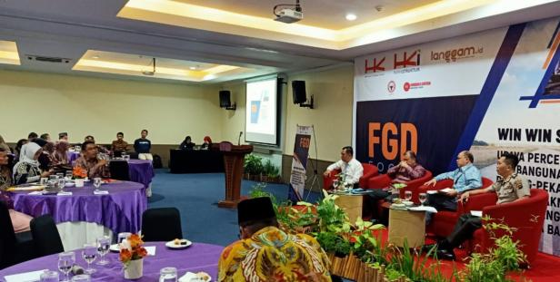 Dirut Semen Padang Yosviandri saat FGD Win Win Solution