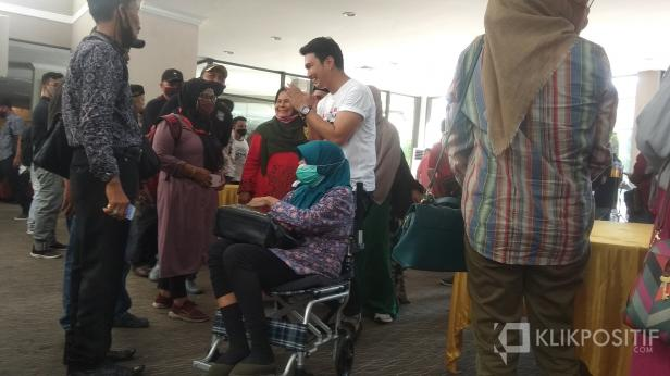 Aldi Taher dan Ibunya yang Berkursi Roda
