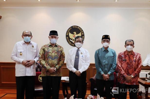 Menkopolhukam Mahfud MD bersama GUbernur Sumbar dan Bupati Lima Puluh Kota saat diundang ke Jakarta kemarin
