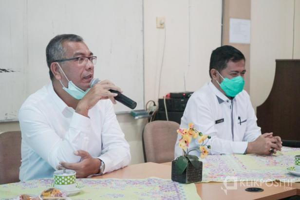 Wali Kota Payakumbuh dan Kadiskes saat mengumumkan kasus positif di Payakumbuh