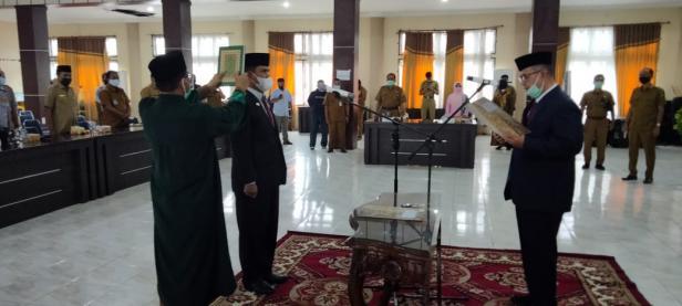 Wakil Gubernur Sumatera Barat Nasrul Abit melantik Doni Rahmat Samulo sebagai Penjabat (Pj) Sekda Solsel di Aula Kantor Bupati Padang Aro, Senin 11 Januari 2020.