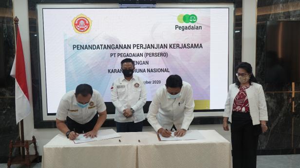 Direktur PT Pegadaian melakukan penandatanganan nota kesepakatan