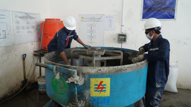 Fly ash PLTU Ombilin dimanfaatkan di balai pengkajian tekhnologi pertanian BPTP Sumatera barat.