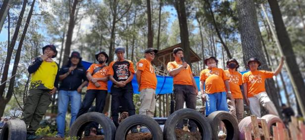 Peserta Anniversary VES Community 8 Chapter Sumbar di Tabek Patah Tanah Datar