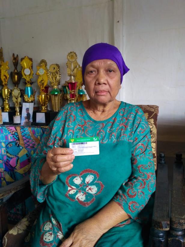 Salah satu peserta PBI JKN-KIS, Elma (72 tahun)