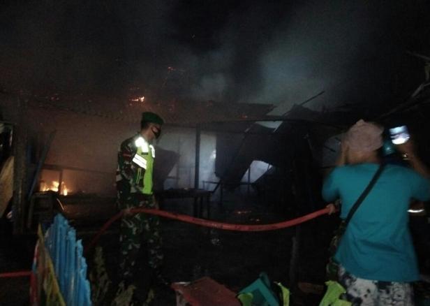 Kebakaran dua petak kedai di Nagari Limo Kaum Kecamatan Limo Kaum, Tanah Datar