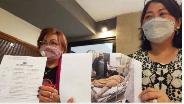 Keluarga dan kuasa hukum Samuel Reven, pasien RS Telogorejo Semarang yang diduga meninggal akibat malapraktik menunjukkan foto dan bukti lapor ke Polda Jateng di Semarang, Rabu (27/1/2021).