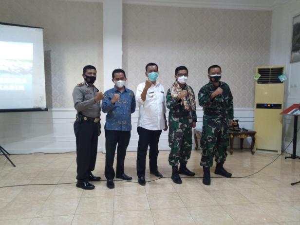 Danlantamal II Padang, Laksma TNI Hargianto bersama Bupati Rusma Yul Anwar dan Wakil Bupati Rudi Hariansyah dan beberapa pejabat Lantamal dan OPD