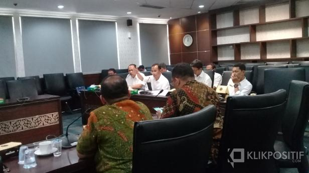 Dengar pendapat Komisi IV DPRD Sumbar dengan Dinas ESDM Sumbar di ruang kerja komisi IV, Rabu, 8 Januari 2020