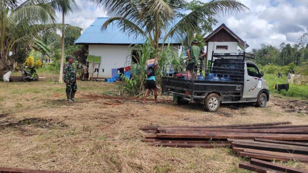 Eksavator di Depan Rumah menambah Kegairahan Warga Kampung Dorba
