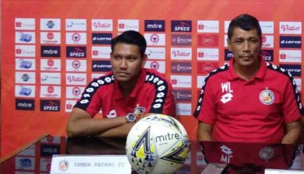 Manda Cingi bersama Pelatih Welliansyah saat beberapa musim lalu.