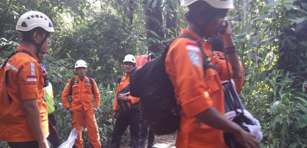 Tim SAR naik ke Gunung Marapi untuk mengevakuasi pendaki yang terjatuh