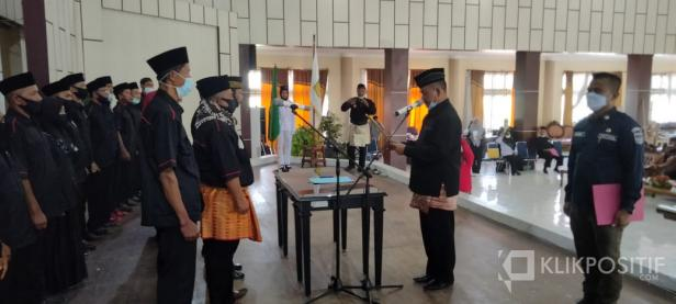 Ketua IPSI Sumatera Barat Fauzi Bahar melantik Pengurus cabang IPSI Solok Selatan di Padang Aro, Senin 8/2
