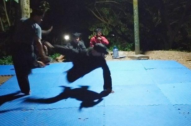 Tuo Silek Limbago Budi Cupak, Rizal Intan Sati saat melatih murid di sasaran