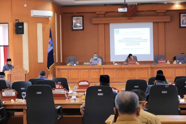 Rapat Paripurna DPRD Kota Payakumbuh tentang pembangunan masjid Agung Kota Payakumbuh Secara Multi Year di Ruang Sidang Rapat Paripurna DPRD, Selasa (4/8).