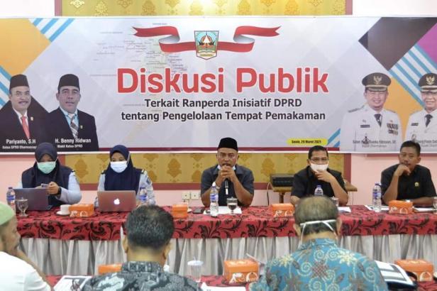 DPRD Kabupaten Dharmasraya bersama Kanwil Kemenkum HAM Provinsi Sumatera Barat Melaksanakan Diskusi Publik terkait Naskah Akademik Ranperda Inisiatif DPRD tentang Pengelolaan Tempat Pemakaman.