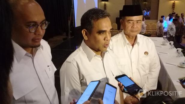 Sekjen Gerindra Ahmad Muzani di dampingi Ketua DPD Gerindra Sumbar Andre Rosiade dan Wakil Gubernur Sumbar Nasrul Abit saat acara Rakorda di Padang, Sabtu, 15 Februari 2020