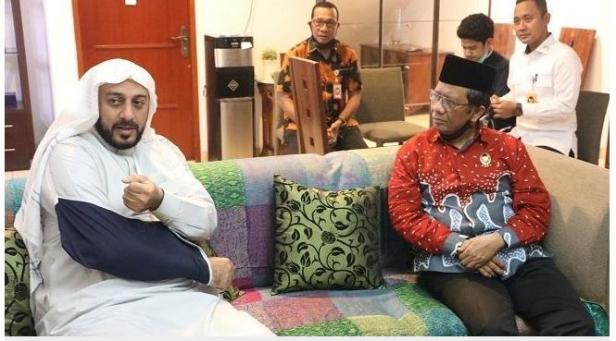 Menteri Polhukam Mahfud MD dan Syekh Ali Jaber