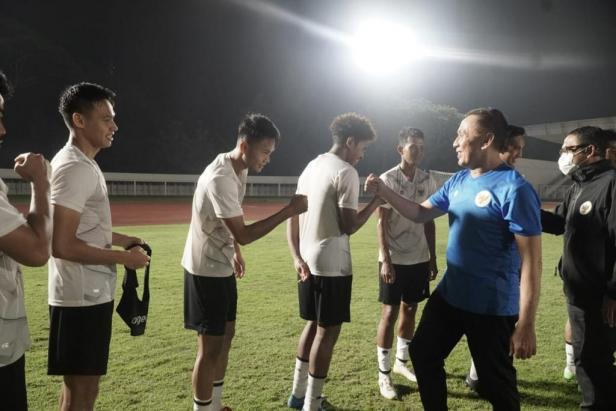 Ketum PSSI Mochamad Iriawan berikan motivasi kepada pemain Timnas Indonesia