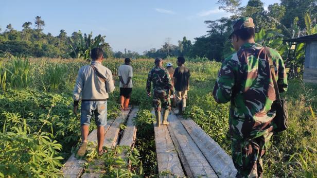 Gotong Royong Jadi Kebiasaan Warga Kampung Dorba