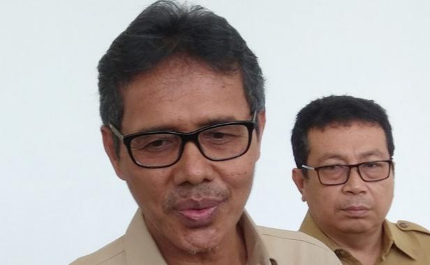 Gubernur Sumbar Irwan Prayitno didampingi Kabiro Humas Provinsi Jasman
