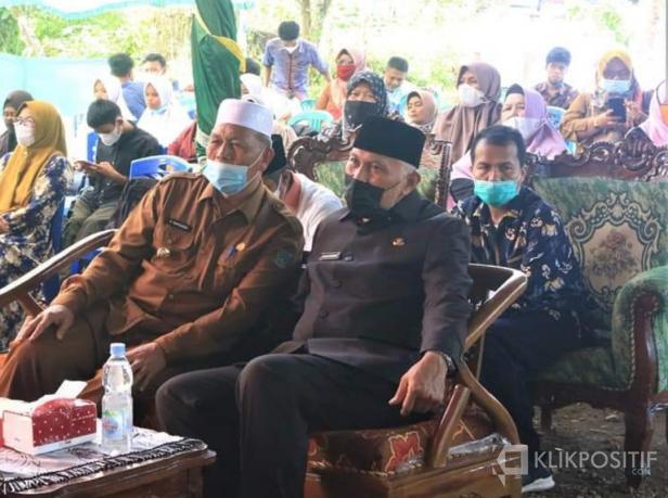 Bupati Pasaman Barat, Hamsuardi dan Gubernur Sumatera Barat, Mahyeldi Ansharullah di acara peresmian Talamau Tahfidz Centre di Jorong Merdeka, Nagari Talu