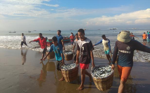 Nelayan tradisional di Kota Padang