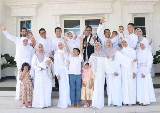 Keluarga besar Gubernur Sumbar Irwan Prayitno