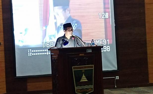 Gubernur Sumbar Irwan Prayitno saat menjawab interpelasi di DPRD Sumbar