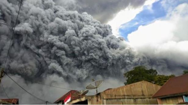 Ilustrasi Gunung Sinabung erupsi