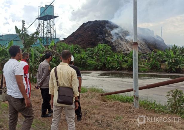 Kapolres Pasaman Barat, AKBP Sugeng Hariyadi saat meninjau lokasi di PT AWL