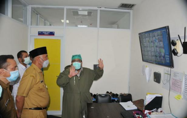 Gubernur Sumbar Mahyeldi saat di M Djamil Padang