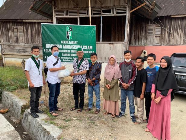 Sebanyak 500 paket sembilan kebutuhan pokok (Sembako) disalurkan ke seluruh Cabang Himpunan Mahasiswa Islam (HMI) se-Sumatera Barat