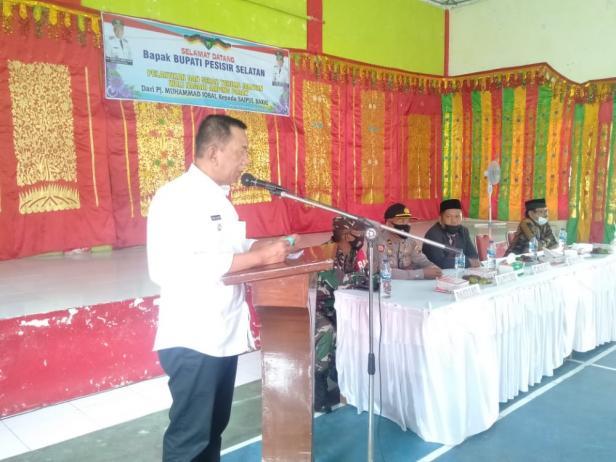 Bupati Pesisir Selatan (Pessel), Rusma Yul Anwar saat menghadiri pelatikan PAW Wali Nagari Amping Parak
