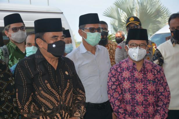 Menag Fachrul Razi bersama Gubernur Sumbar Irwan Prayitno