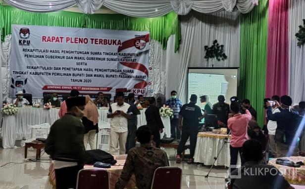 Suasana usai perhitungan suara di Aula KPU Pasaman Barat