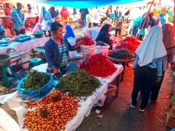 Pedagang cabe di pasar semi modern Padang aro Rabu (26/2/2020)