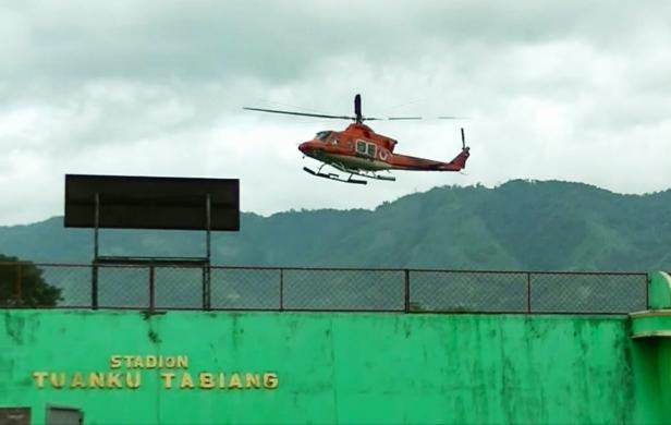 Helikopter BNPB mendarat di Kawasan GOR Batu Tupang